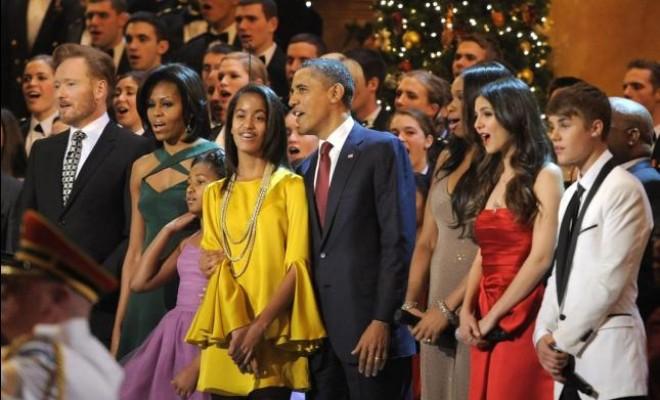 Justin Bieber y Barack Obama cantaron villancicos