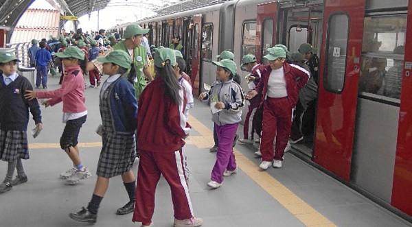 Tren eléctrico empezó sus pruebas con público