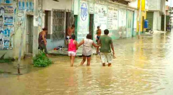 El río Tumbes se desborda