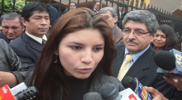 Levantan orden de captura contra Giuliana Llamoja
