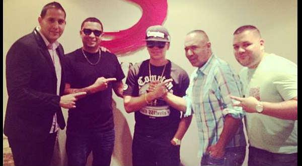 J Alvarez firma contrato con Sony Music
