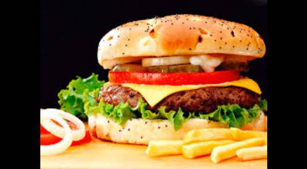 ¡Increíble! Hombre bajó 16 kilos en tres meses comiendo hamburguesas