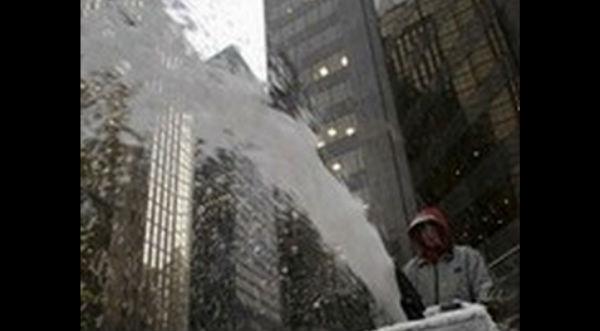¡Asombroso! Pistola de agua dispara nieve por las bajas temperaturas