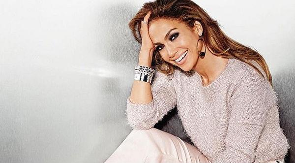 Jennifer López luce mucho más joven en nueva campaña - FOTOS