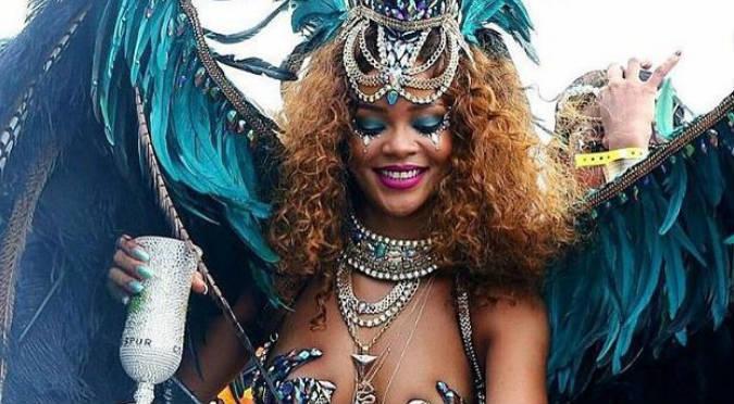 Mira toda la belleza y sensualidad de Rihanna en el carnaval de Barbados - FOTOS