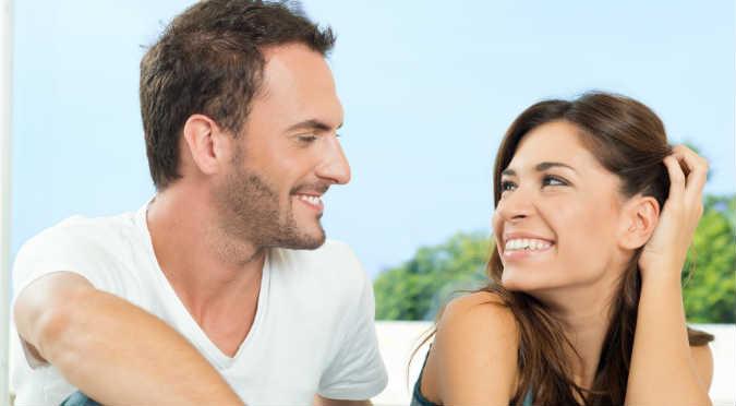 ¿Quieres saber si le gustas a un chico? Estas 12 señales te ayudaran a saberlo