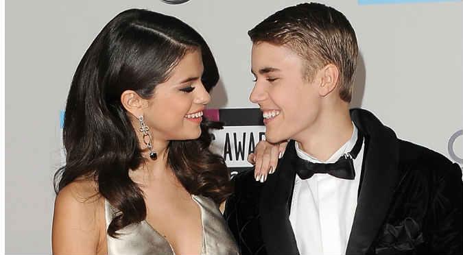 ¿Qué hizo Selena Gómez mientras Justin Bieber lloraba en el escenario? - FOTO