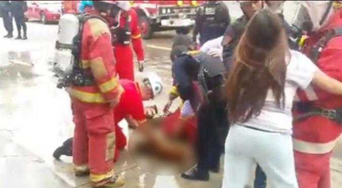Rescataron a perrita de incendio, lamentablemente… - VIDEO