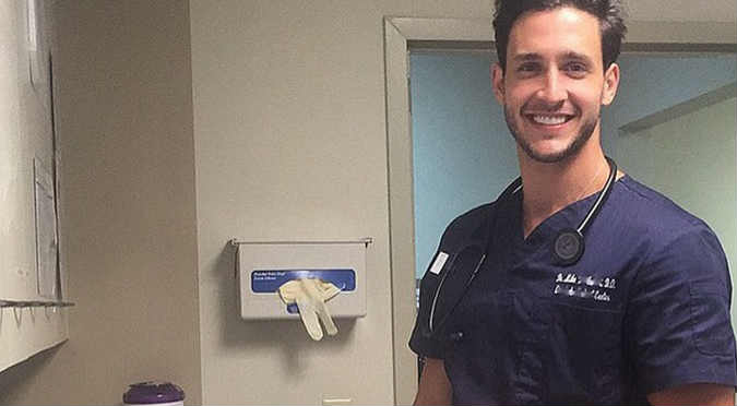 ¡Qué guapo! Checa las fotos del doctor más sexy de Instagram