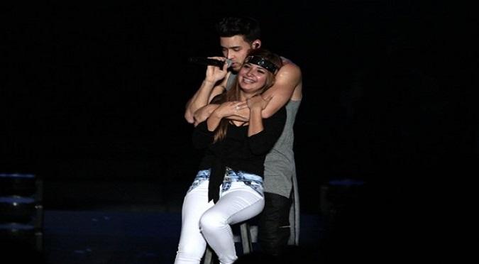 Al mismo estilo de Maluma: Prince Royce dio tremendo beso a fanática peruana