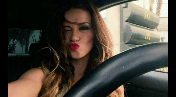 ¡Nooo! Angie Arizaga sufrió un 'accidente' durante un show – VIDEO