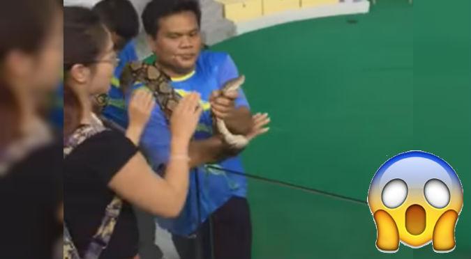 YouTube: ¡Ouch! Una chica quiso darle un beso a una serpiente pero no imagino que...