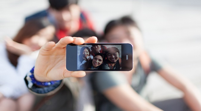 Facebook: Esto es lo que nunca debes hacer si te tomas un selfie - VIDEO