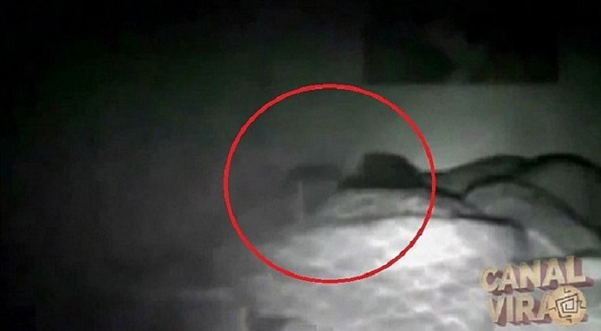 YouTube: Demonio atacó a mujer mientras dormía  y....