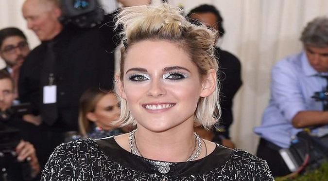 Kristen Stewart se luce con ex de Miley Cyrus