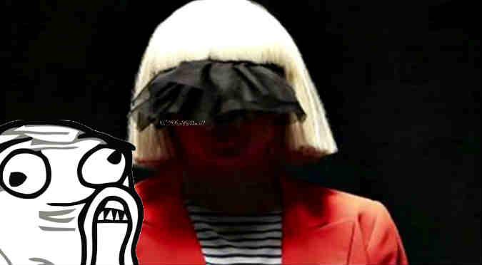 ¡Sia reveló su rostro en pleno concierto!