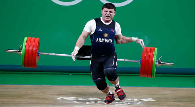 Río 2016: ¡Levantó 195 kilos y su brazo quedó así! - VIDEO