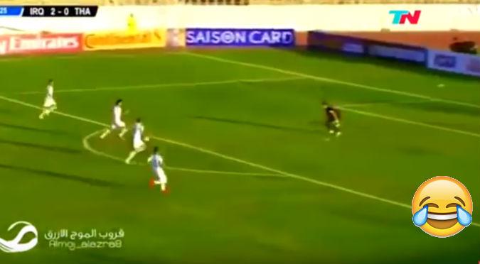 YouTube:  Arquero se quedó solo en su cancha y jugadores se burlaron de esta manera
