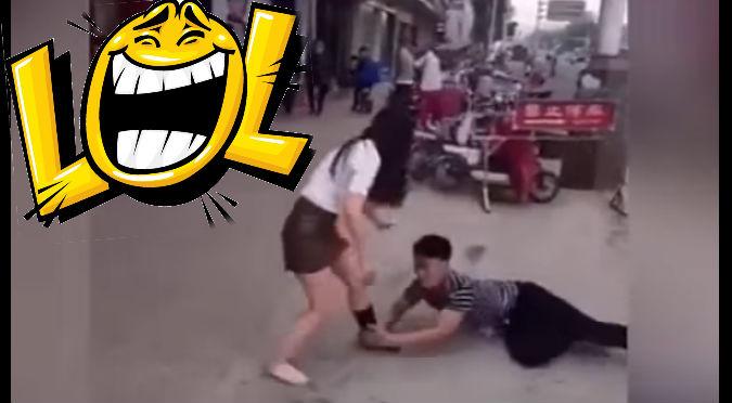YouTube:  Terminó con su enamorado y le armó tremenda escena ¡en plena calle!