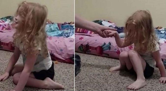 ¡Insólito! Esta niña no podía pararse y la razón estaba en su cabello