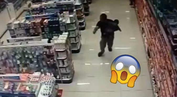 Viral: Policía con su bebé en brazos se enfrenta a 2 ladrones (VIDEO)