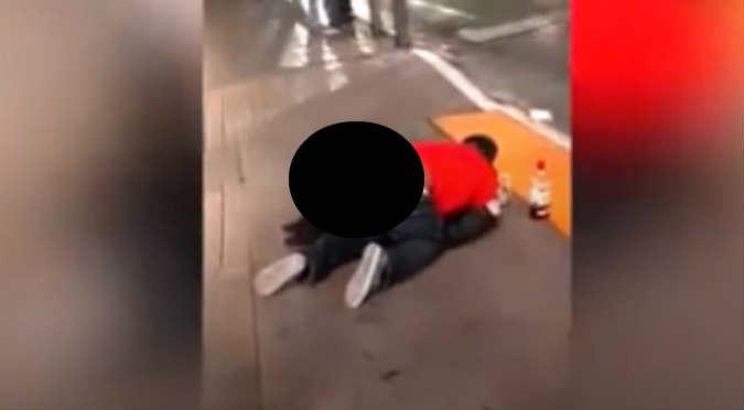 Hombre abusa de mujer inconsciente y nadie intenta evitarlo