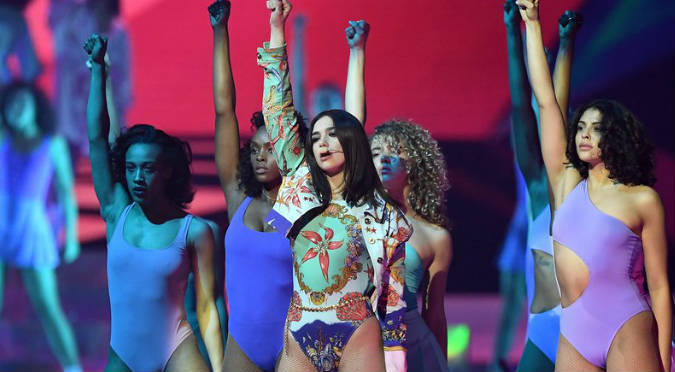 Dua Lipa: Así fue su impresionante presentación en los BRIT Awards 2018