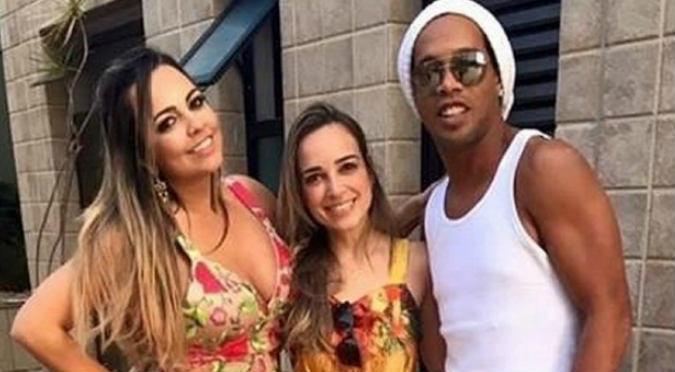 Ronaldinho sorprende al mundo casándose con dos mujeres a la vez