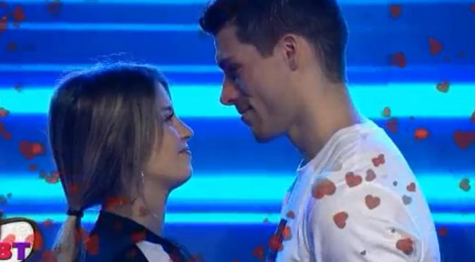 Flavia Laos y Patricio Parodi desbordan amor en programa en vivo (VIDEO)