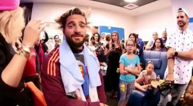 Así luce Maluma tras donar su cabello a varios niños con cáncer (VIDEO)