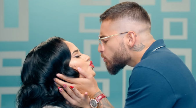 ¿Novio de Becky G celoso por video con Maluma? (VIDEO)