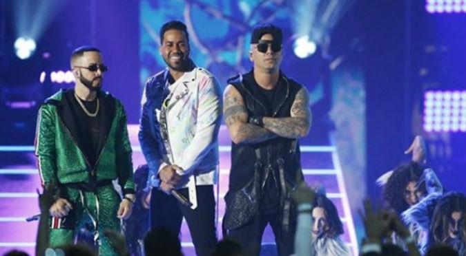 Wisin, Yandel y Romeo Santos cantaron 'Aullando' por primera vez en vivo (VIDEO)