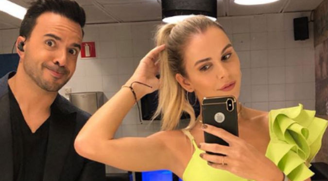 Esposa de Luis Fonsi luce cuerpazo en pequeño bikini negro