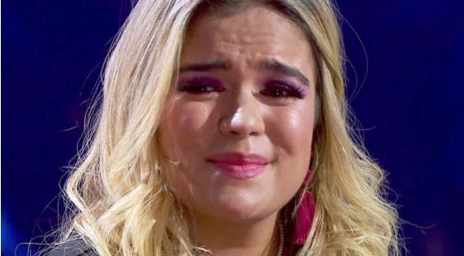 Karol G sufrió caída en pleno concierto (VIDEO)