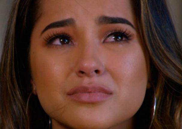 Fanáticos de Becky G la hacen llorar en pleno concierto por esto (VIDEO)