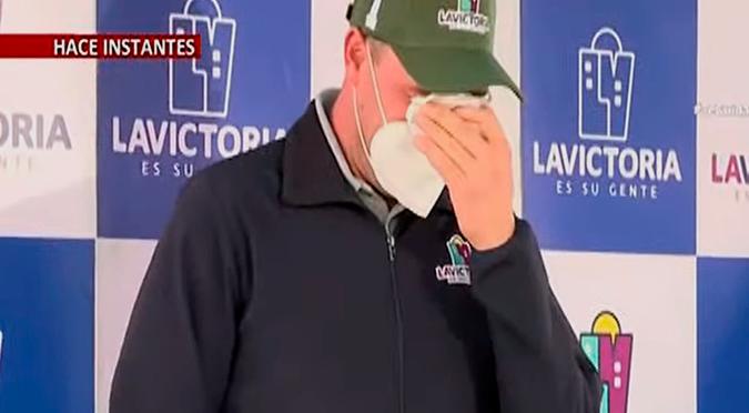 George Forsyth rompe en llanto durante ceremonia y causa preocupación | VIDEO