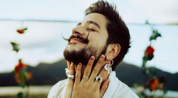 Camilo estrena su nuevo álbum,